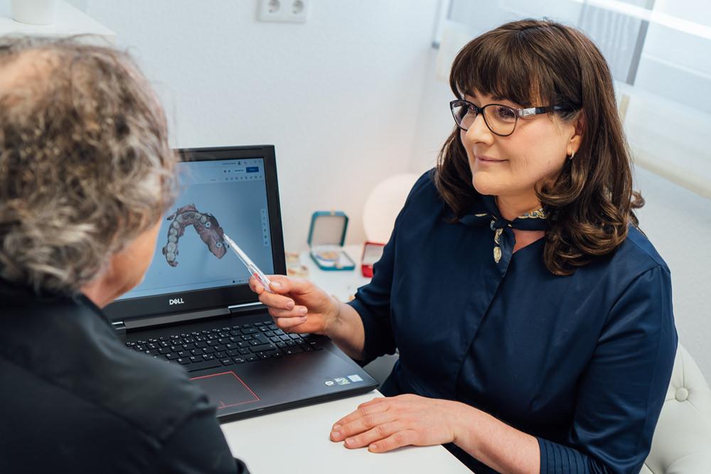 Zahnärztin Mülheim - Dr. Renata Messner - Praxis - Implantologie